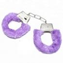 Наручники с мехом светло-фиолетовые